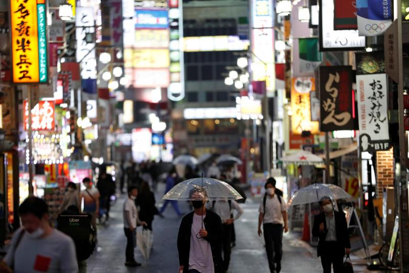 Pedestrians in downtownTokyo, May2020