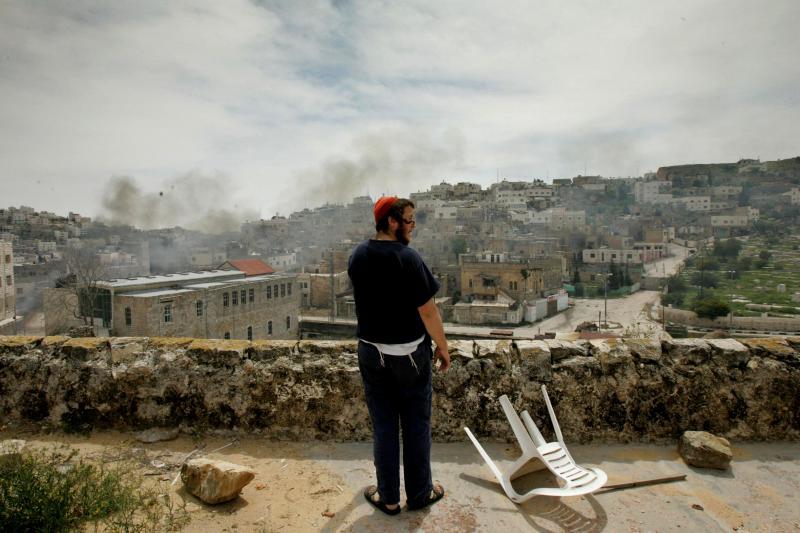 Un colono judío en Hebrón, abril de 2006