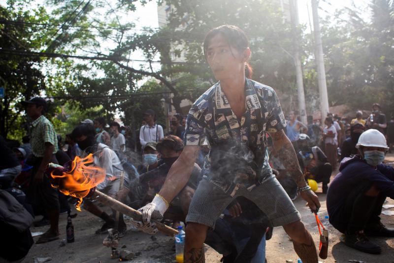 A protester mansa barricadein Yangon, Myanmar, March2021