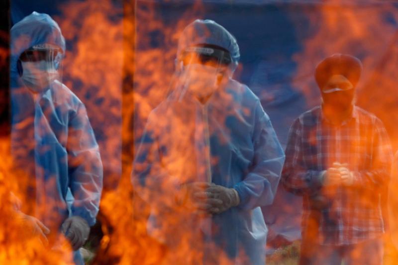 Cremating COVID-19 victims in Srinagar, India