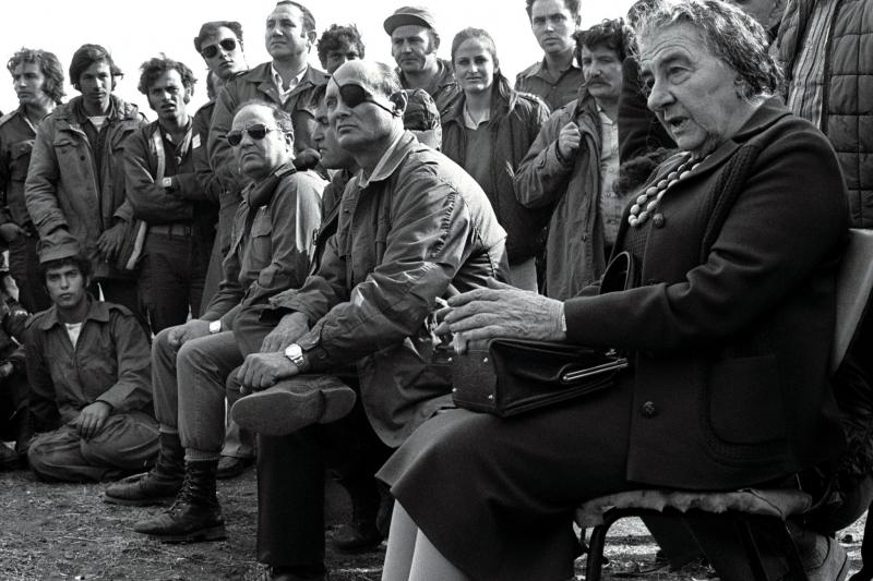 Meir meets with Israeli soldiers in the Golan Heights, 1973