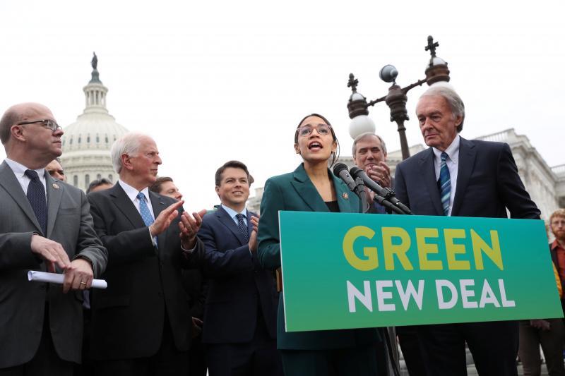U.S. Representative Alexandria Ocasio-Cortez (D-NY) and Senator Ed Markey (D-MA) at a news conference for their proposed Green New Dealin Washington, February 2019