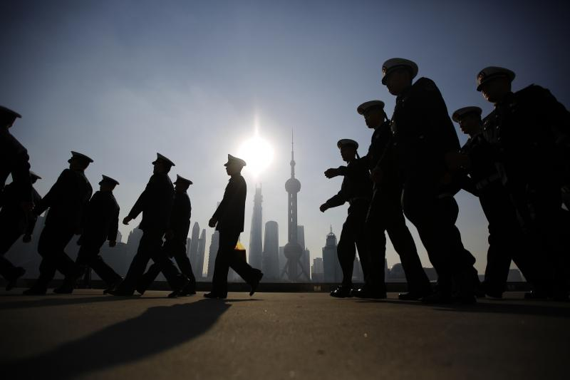 Chinese navy officers prepare for the arrival of the British Royal Navy destroyer HMS Daring to the north side of the bund at Huangpu River in Shanghai, December 10, 2013.