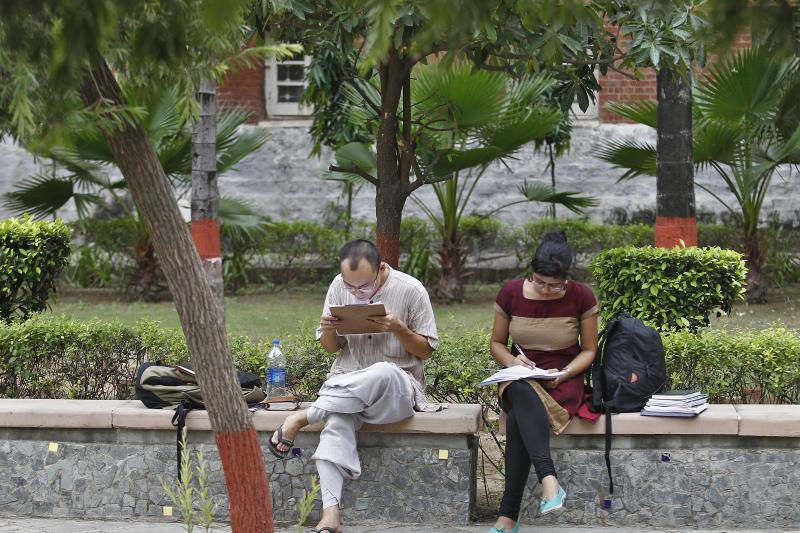 Indian students study inside the Delhi University campus in New Delhi September 20, 2013.