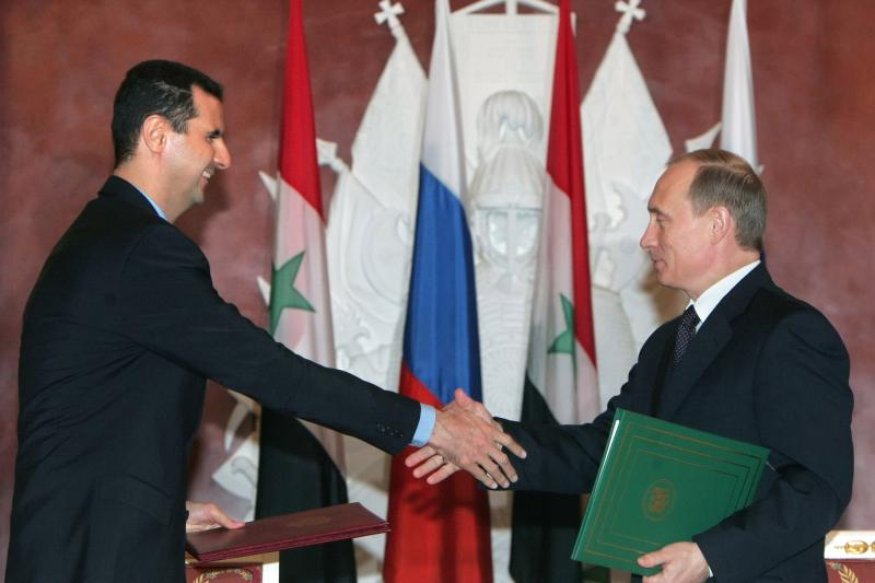 Syrian President al-Assad and Russian President Putin shake hands during the signing ceremony in the Kremlin, January 25, 2005.