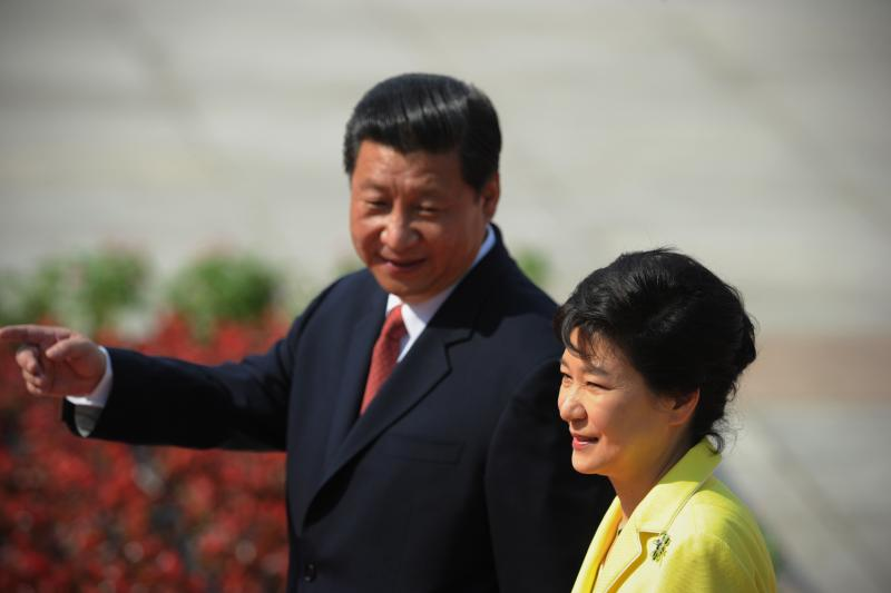South Korean President Park Geun-Hye (R) and Chinese President Xi Jinping inspect Chinese honour guards during a welcoming ceremony outside the Great Hall of the People in Beijing June 27, 2013.