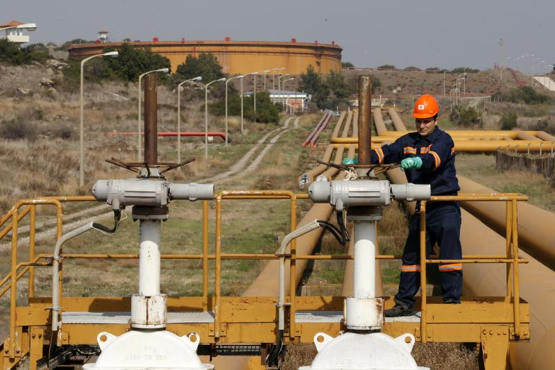 A worker checks the valve gears of pipes linked to oil tanks at Turkey's Mediterranean port of Ceyhan, which is run by BOTAS, February 19, 2014.