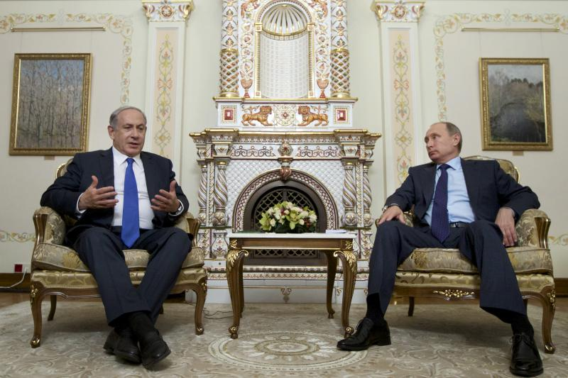 Israeli Prime Minister Benjamin Netanyahu speaks with Russian President Vladimir Putin during their meeting at the Novo-Ogaryovo state residence outside Moscow, Russia, September 21, 2015.