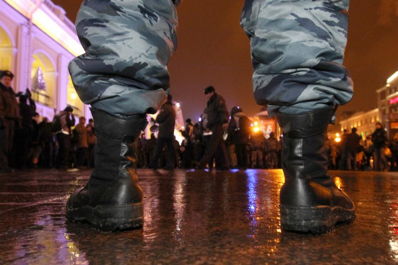 A riot police officer guards the street during an unauthorized protest rally to defend Article 31 of the Constitution of the Russian Federation, in St. Petersburg December 31, 2010.