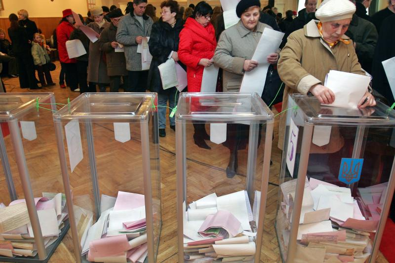 Ukrainians wait to cast their ballots at a polling station in Kiev, March 2006. The Orange Revolution of 2004–5 overturned an election result widely considered to have been rigged.
