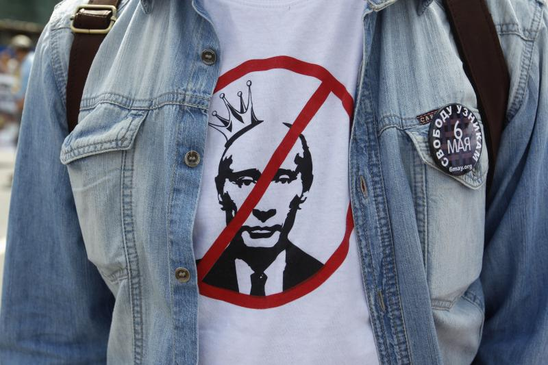A participant wears a T-shirt with an image of Russian President Vladimir Putin during an opposition protest march in Moscow, June 12, 2013.