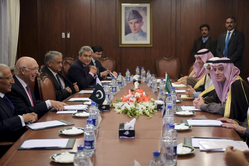 Pakistan's National Security Advisor Sartaj Aziz (2nd L) and Saudi Foreign Minister Adel al-Jubeir (R) attend a meeting at the Foreign Ministry in Islamabad, January 7, 2016.