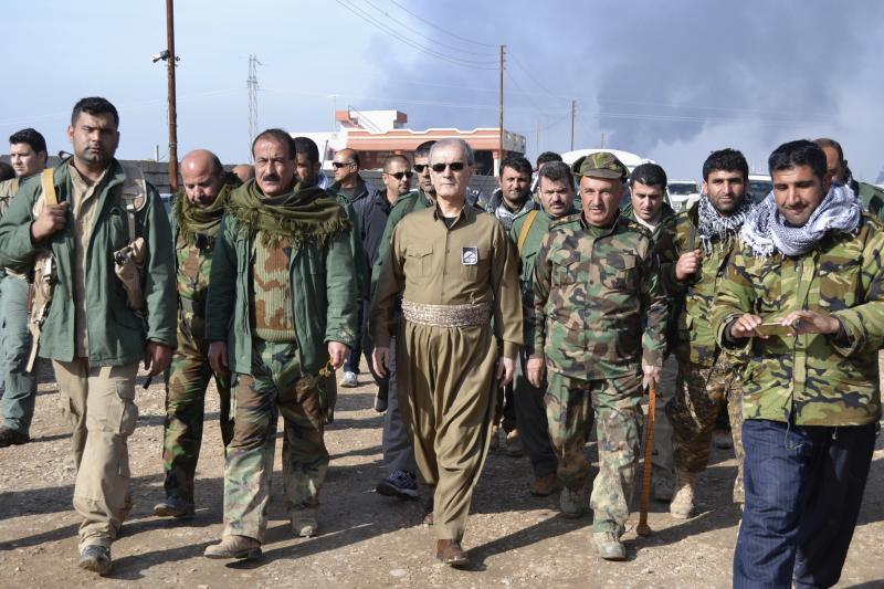 Kirkuk Governor Najmaldin Karim (C) walks with Kurdish peshmerga officers near Khabbaz oilfield, in the outskirts of Kirkuk February 1, 2015.
