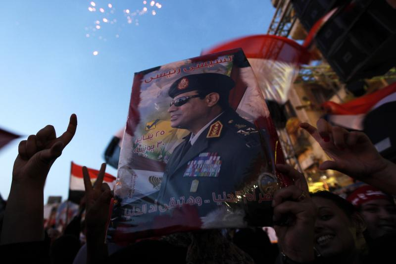 Egyptians gather in Tahrir square to celebrate former Egyptian army chief Abdel Fattah al-Sisi's victory in the presidential vote in Cairo, June 3, 2014.