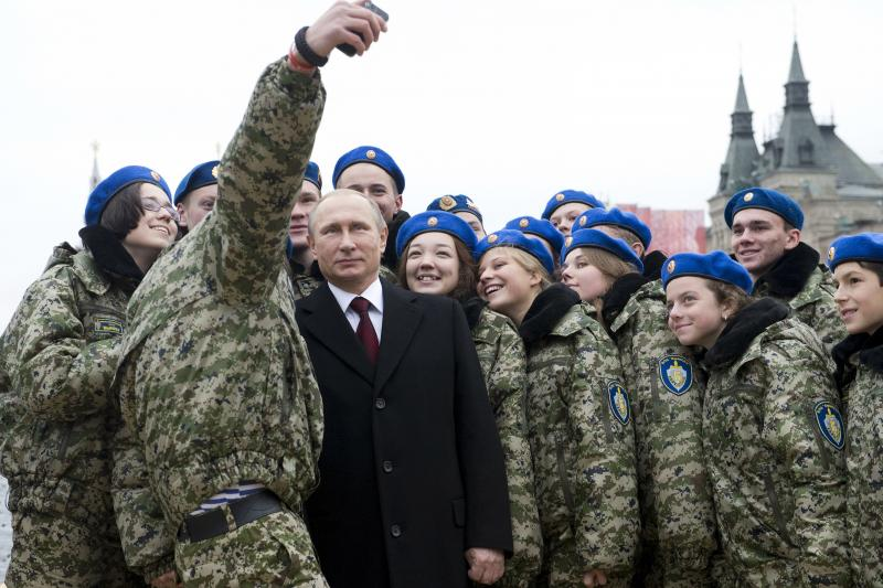 """Russian President Vladimir Putin poses for a selfie with members of the youth military patriotic club """"Vympel"""" (The Pennant), November 4, 2015."""