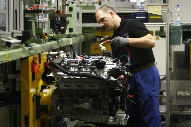 A worker assembles a diesel engine at Daimler's Mercedes-Benz plant in Berlin, February 2009. Regulators in California and the European Union have pioneered policies that cut aerosol emissions from transportation.