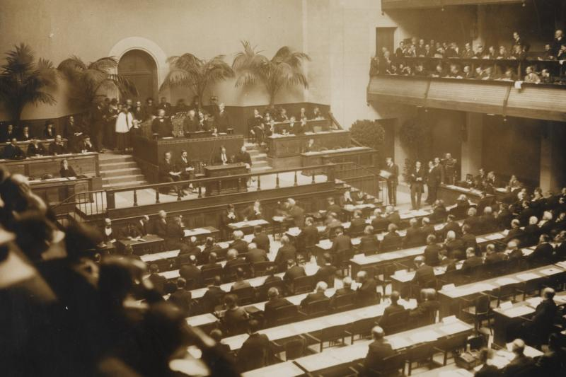 """The opening session of the League of Nations, 1920. Woodrow Wilson persuaded the League of Nations that its best hope of preventing another war was an """"absolute"""" boycott on aggressor countries."""