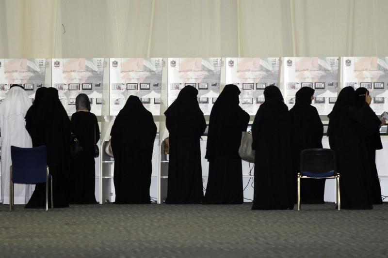 Women cast their votes at a voting station in Dubai, ahead of the Federal National Council elections, September 24, 2011.