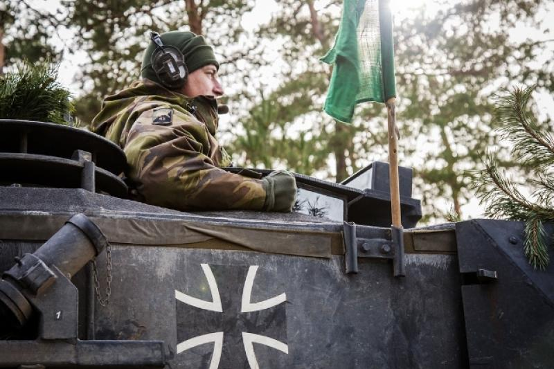 Soldier at December joint exercise for joint Dutch-German division.