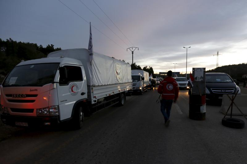 A Syrian Arab Red Crescent aid convoy wait to enter the town of Madaya, near Damascus, Syria, February 17, 2016.