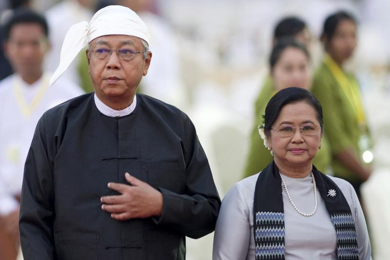 Myanmar's new President Htin Kyaw and First Lady Su Su Lwin arrive for a dinner reception following a swearing in ceremony in Naypyitaw, Myanmar, March 2016.