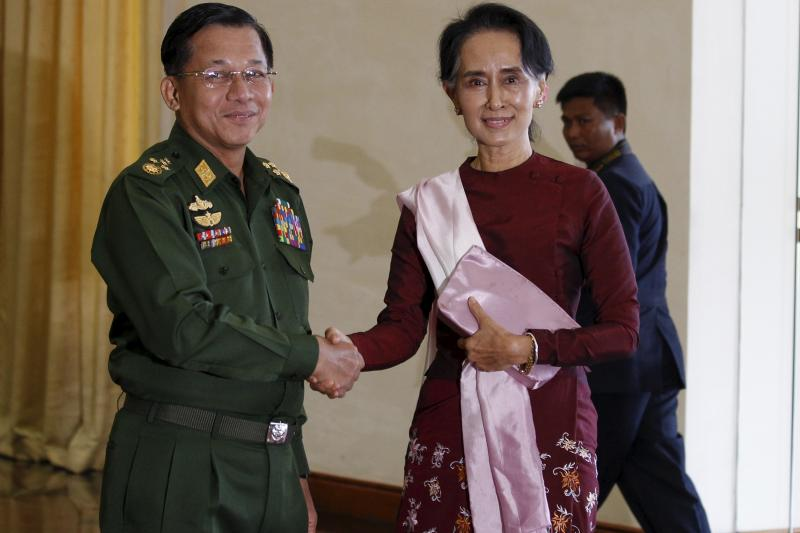 Senior General Min Aung Hlaing (L), Myanmar's commander-in-chief, shakes hands with National League for Democracy (NLD) party leader Aung San Suu Kyi in Naypyitaw, December 2015.