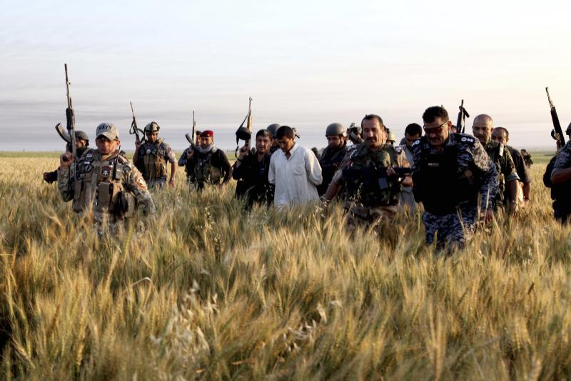 Iraqi security forces arrest suspected militants of the al Qaeda-linked Islamic State in Iraq and the Levant (ISIS) during a raid and weapons search operation in Hawija, April 24, 2014.