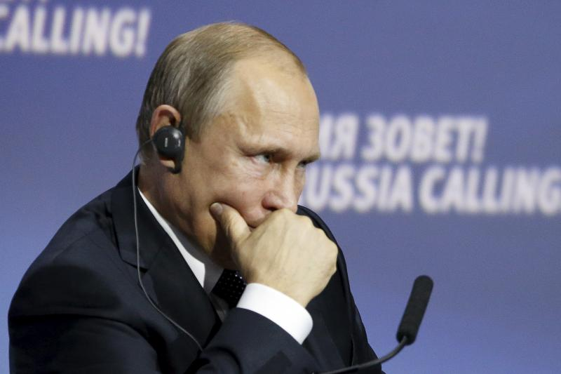"""Putin attends the 7th annual VTB Capital """"Russia Calling!"""" Investment Forum in Moscow, October 2015."""