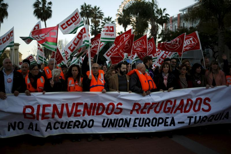 """A protest against the EU-Turkey migrant deal in Malaga, southern Spain, March 2016. The banner reads, """"Welcome refugees. No to the European Union-Turkey deal""""."""