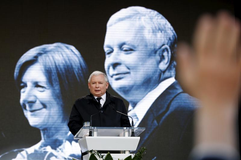 Jaroslaw Kaczynski, the twin brother of the late President Lech Kaczynski, arrives for his speech during a ceremony outside the Presidential Palace in Warsaw, April 10, 2015. The ceremony marks the fifth anniversary of the crash of the Polish government p