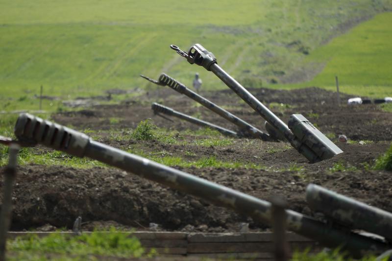 Armenian artillery is seen near Nagorno-Karabakh's town of Martuni, April 8, 2016.