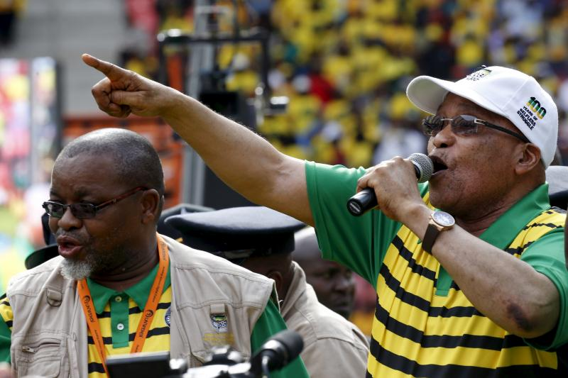 South African President Jacob Zuma addresses supporters of his ruling African National Congress (ANC) in Port Elizabeth, April 2016.