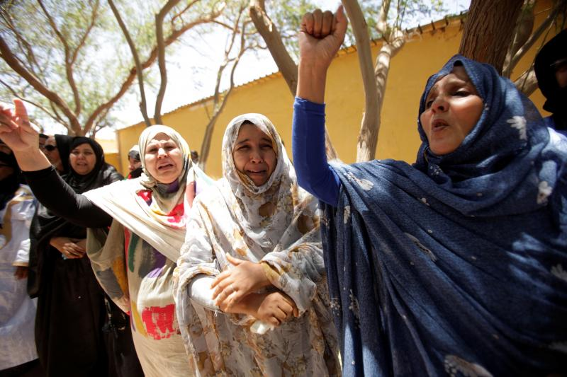 Indigenous Sahrawi women react during the funeral of Western Sahara's Polisario Front leader Mohamed Abdelaziz in Tindouf, Algeria June 3, 2016.