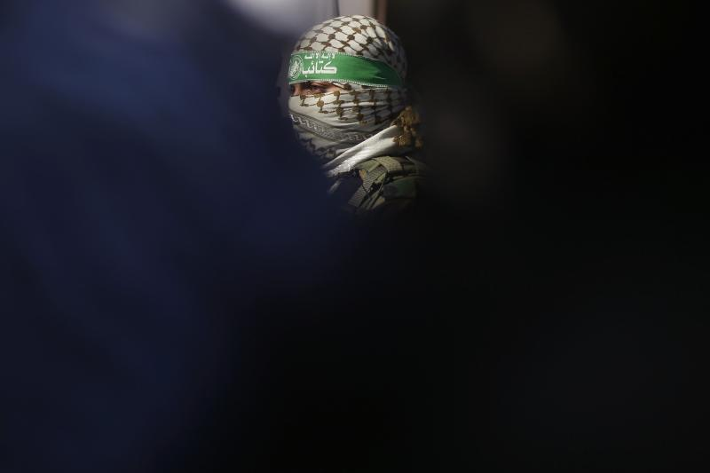 A Palestinian militant of Hamas' armed wing takes part in a news conference with other representatives of various Palestinian armed factions to condemn the decision of an Egyptian court that banned Hamas' armed wing, in Gaza City, February 5, 2015.