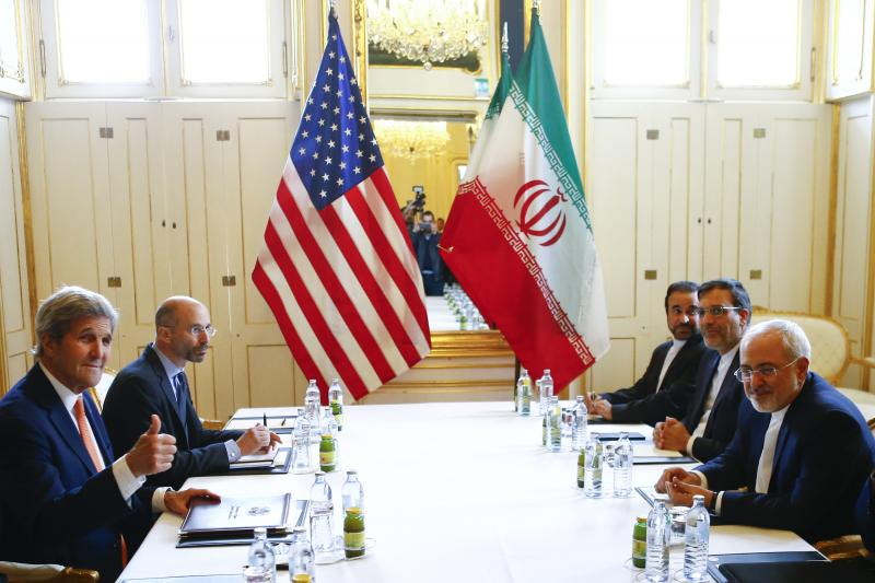 U.S. Secretary of State John Kerry (L) and Iran's Foreign Minister Mohammad Javad Zarif attend a bilateral meeting in Vienna, Austria, May 17, 2016.
