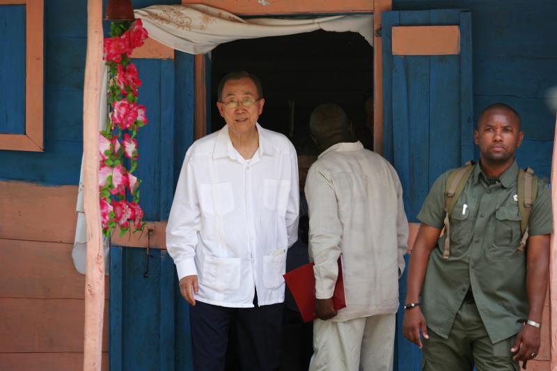 Ban Ki-moon leaves a home he visited during a trip to the cholera-afflicted rural village of Los Palmas