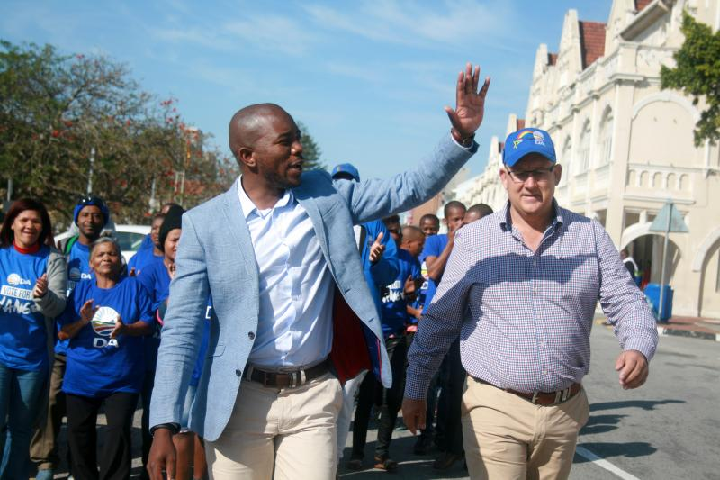 Democratic Alliance leader Mmusi Maimane (L) and Athol Trollip, the party's mayoral candidate for Nelson Mandela Bay, in Port Elizabeth, August 2016.
