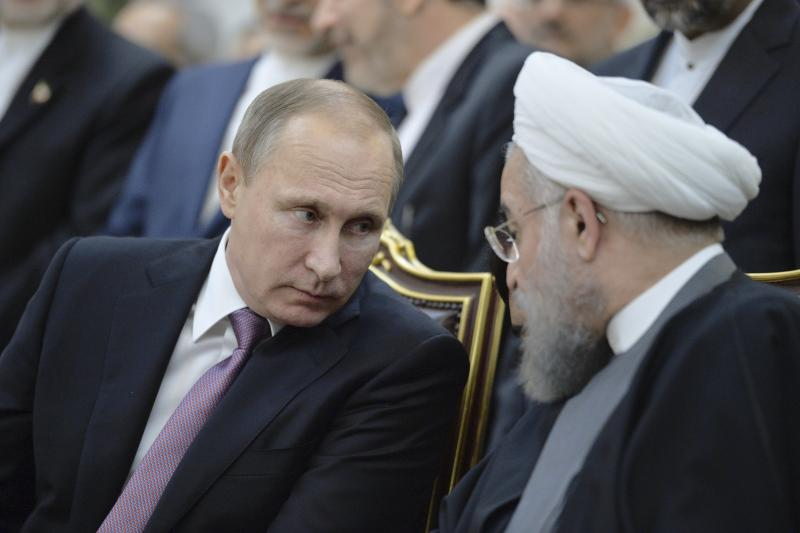 Russian President Vladimir Putin (L) speaks with his Iranian counterpart Hassan Rouhani during a signing ceremony after the talks in Tehran, Iran, November 23, 2015.