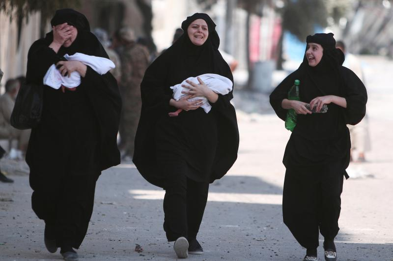 Women carry newborn babies while reacting after they were evacuated by the Syria Democratic Forces (SDF) fighters from an Islamic State-controlled neighborhood of Manbij, in Aleppo Governorate, Syria, August 12, 2016.