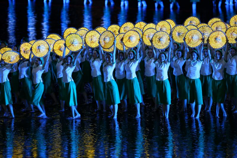 Performers give a performance during an evening gala for the G20 Summit at West Lake in Hangzhou, Zhejiang province, China, September 4, 2016.
