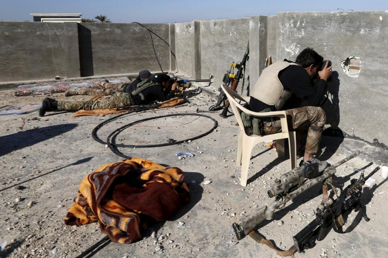 An Iraqi security forces uses the binoculars as he keeps watch in the city of Ramadi, January 16, 2016.