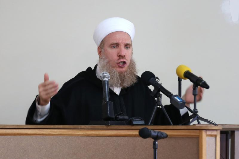 Sufi Sheikh Muhammad al-Yaqoubi speaks at a prayer service in Indiana for an American aid worker killed by ISIS, November 2014.