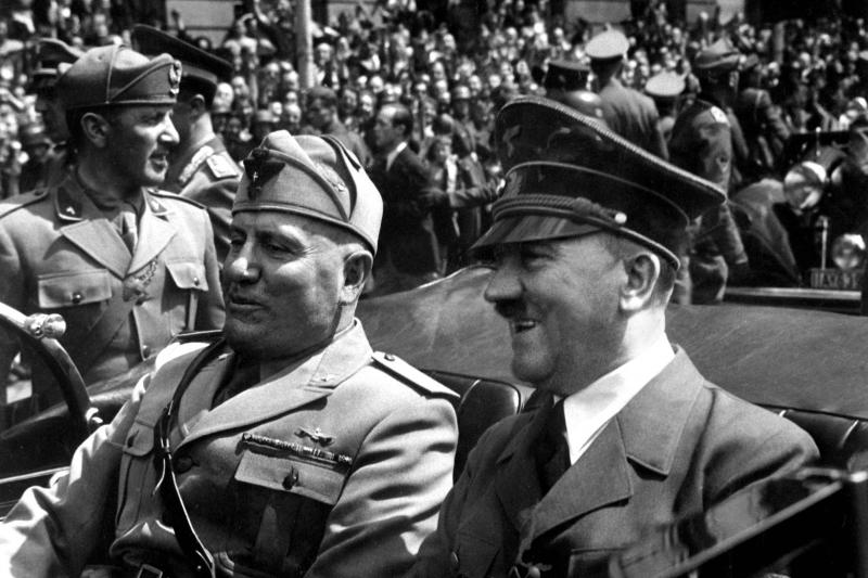 Ain't nothing like the real thing: Mussolini and Hitler in Munich, 1940.
