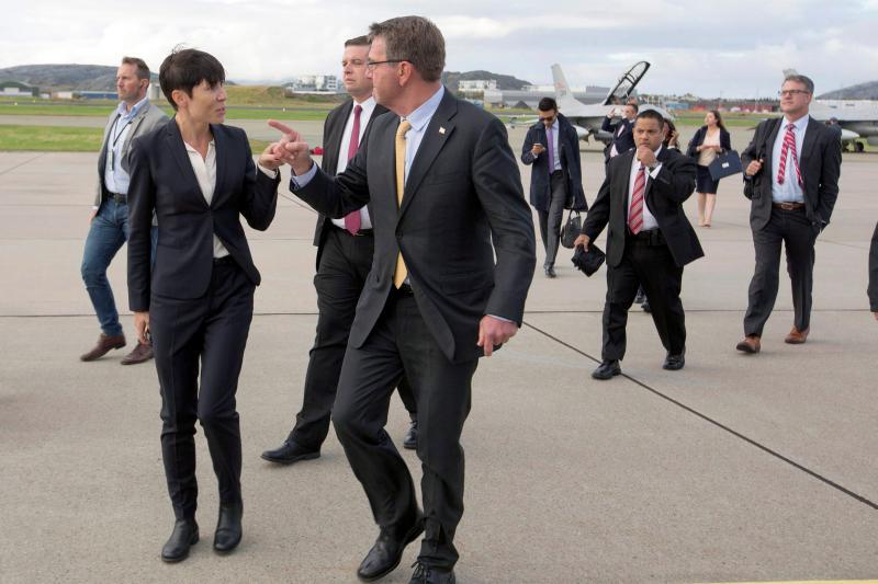 U.S. Defense Secretary Ash Carter and Norwegian Defense Secretary Ine Marie Eriksen Soreide in Bodo, Norway, September 2016.