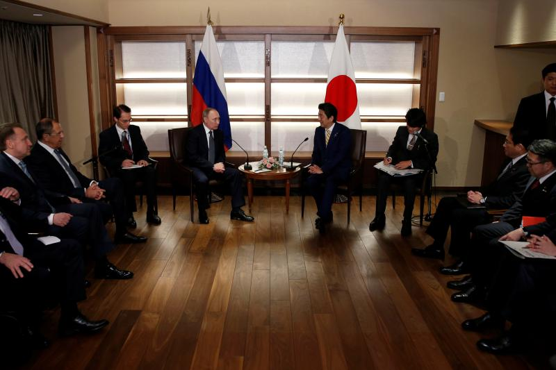 Russia's President Vladimir Putin (center L) talks with Japan's Prime Minister Shinzo Abe (center R) at the start of their summit meeting in Nagato, Yamaguchi prefecture, Japan, December 15, 2016.