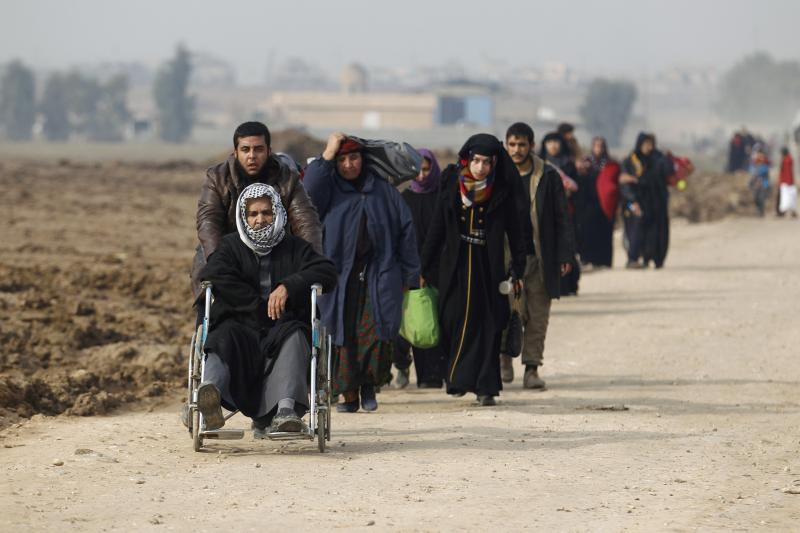 People flee Mosul, December 31 2016.