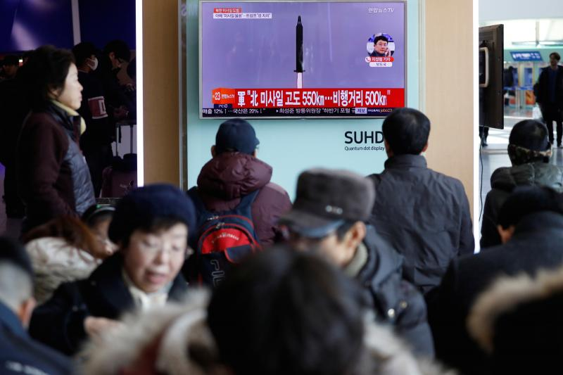 People watch a news report on a North Korean missile test at a train station in Seoul, South Korea, February 2017.