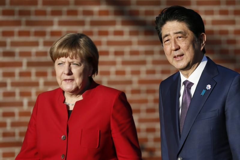 Angela Merkel and Shinzo Abe in Meseberg, Germany, May 2016.