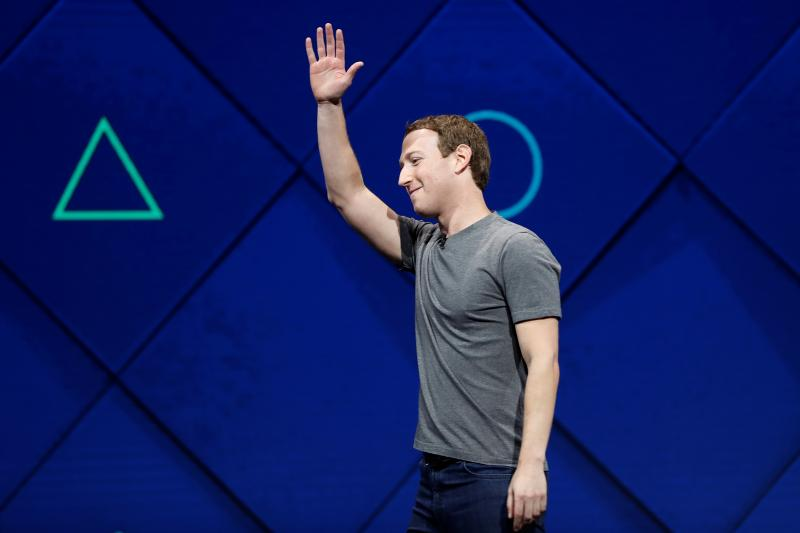Facebook Founder and CEO Mark Zuckerberg waves as he leaves the stage during the annual Facebook F8 developers conference in San Jose, California, April 2017.