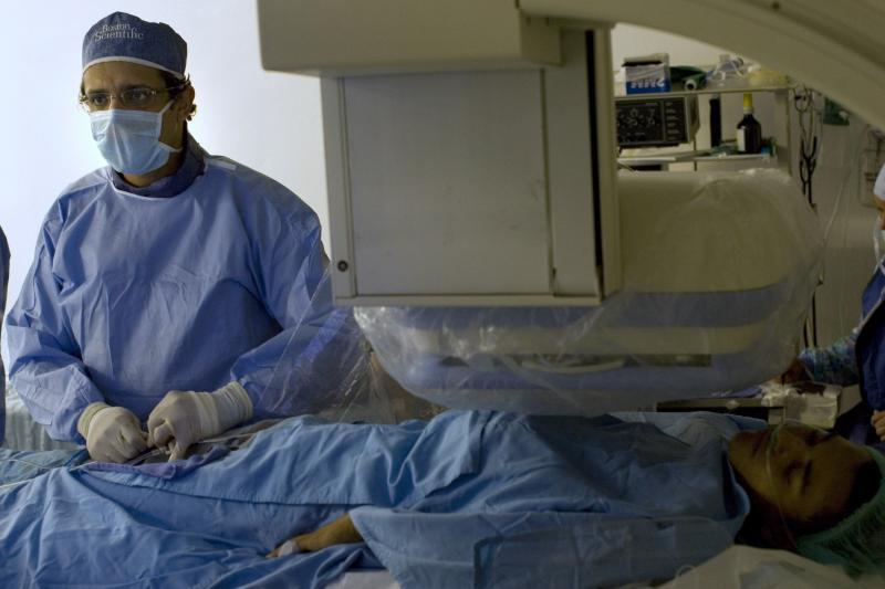 Performing surgery in Santo Domingo, December 2008.